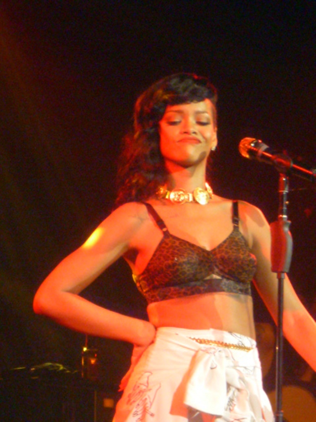 rihanna london 777 tour