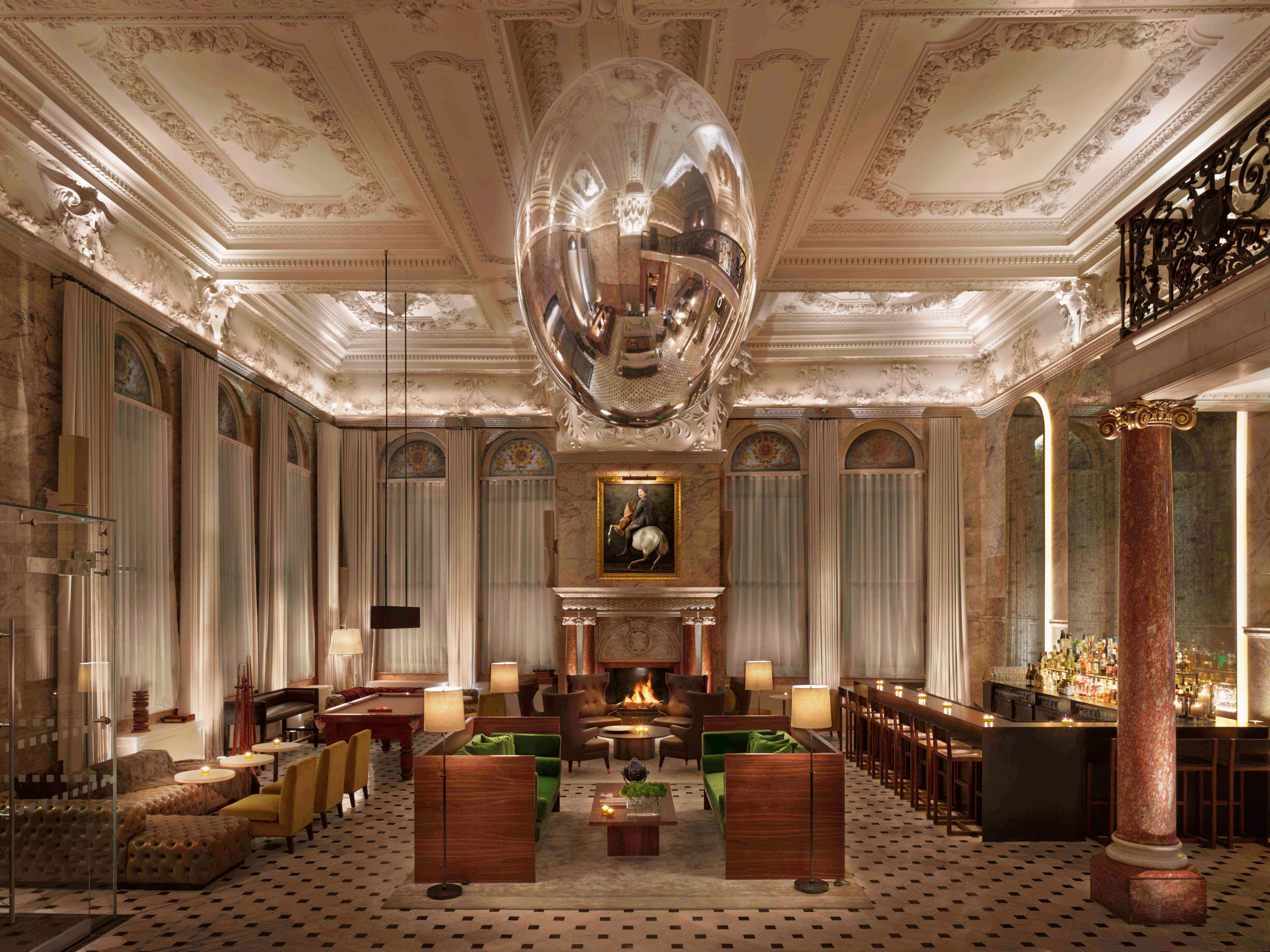 The London EDITION - Lobby