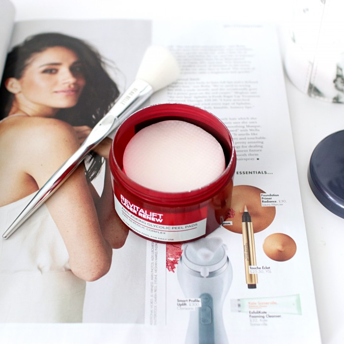 L'Oreal Paris Revitalift Glycolic Peel Pads Review - UK Beauty Blog The LDN Diaries
